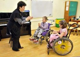 Родители детей-инвалидов столкнулись с проблемой подбора учебных заведений для своих детей