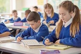 Количество школьников, обучающихся в третью смену, снизилось в два с половиной раза