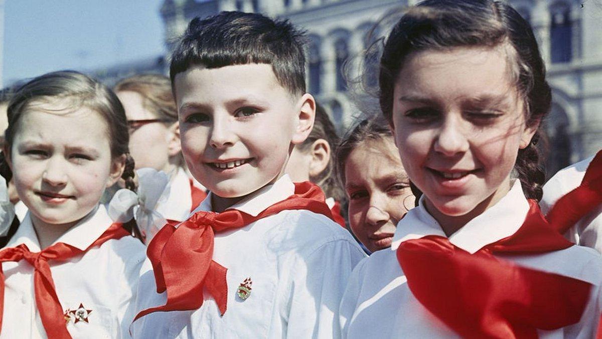 Какую форму носили советские школьники?