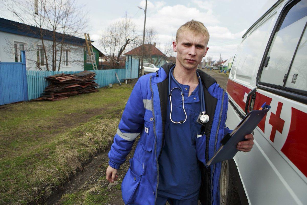 Около 20 тысяч специалистов для работы в сельской местности планируется привлечь по программам для учителей и врачей