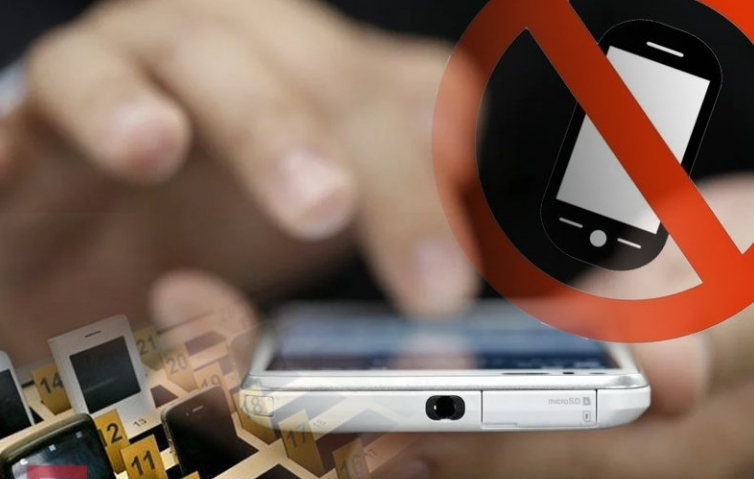 Использование мобильных телефонов могут ограничить в школах