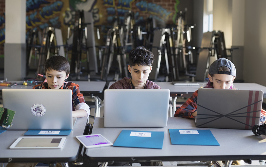Дети миллениалов: чем они отличаются от нас?