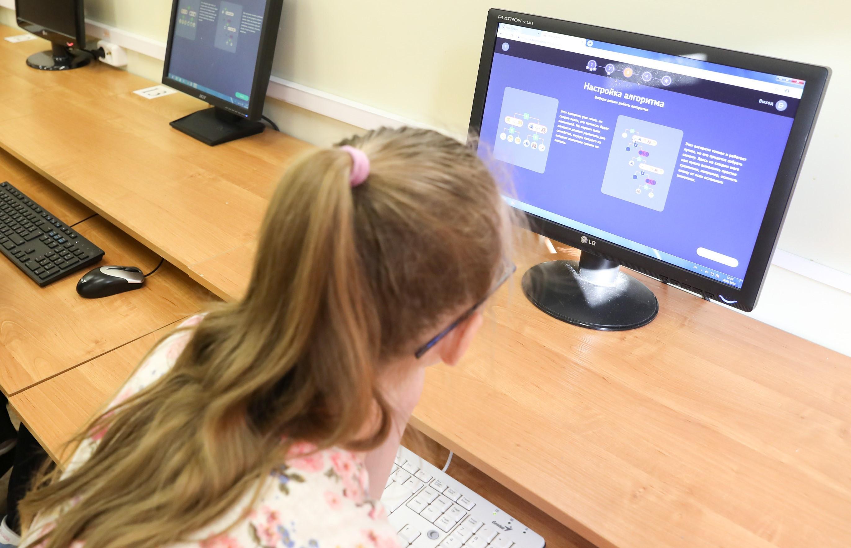 До конца 2021 года все образовательные учреждения России подключат к интернету