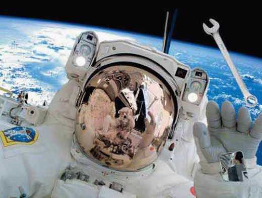 Астронавт добавил космического мусора