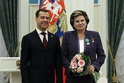 https://upload.wikimedia.org/wikipedia/commons/thumb/c/c5/Dmitry_Medvedev_12_April_2011-10.jpeg/250px-Dmitry_Medvedev_12_April_2011-10.jpeg
