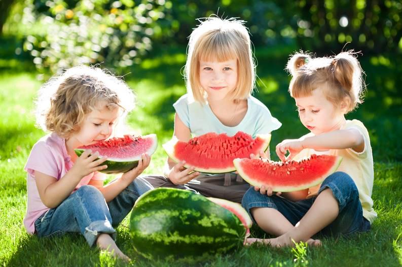 Berry_Watermelons_Little_girls_Three_3_Sitting_512338_3000x2000