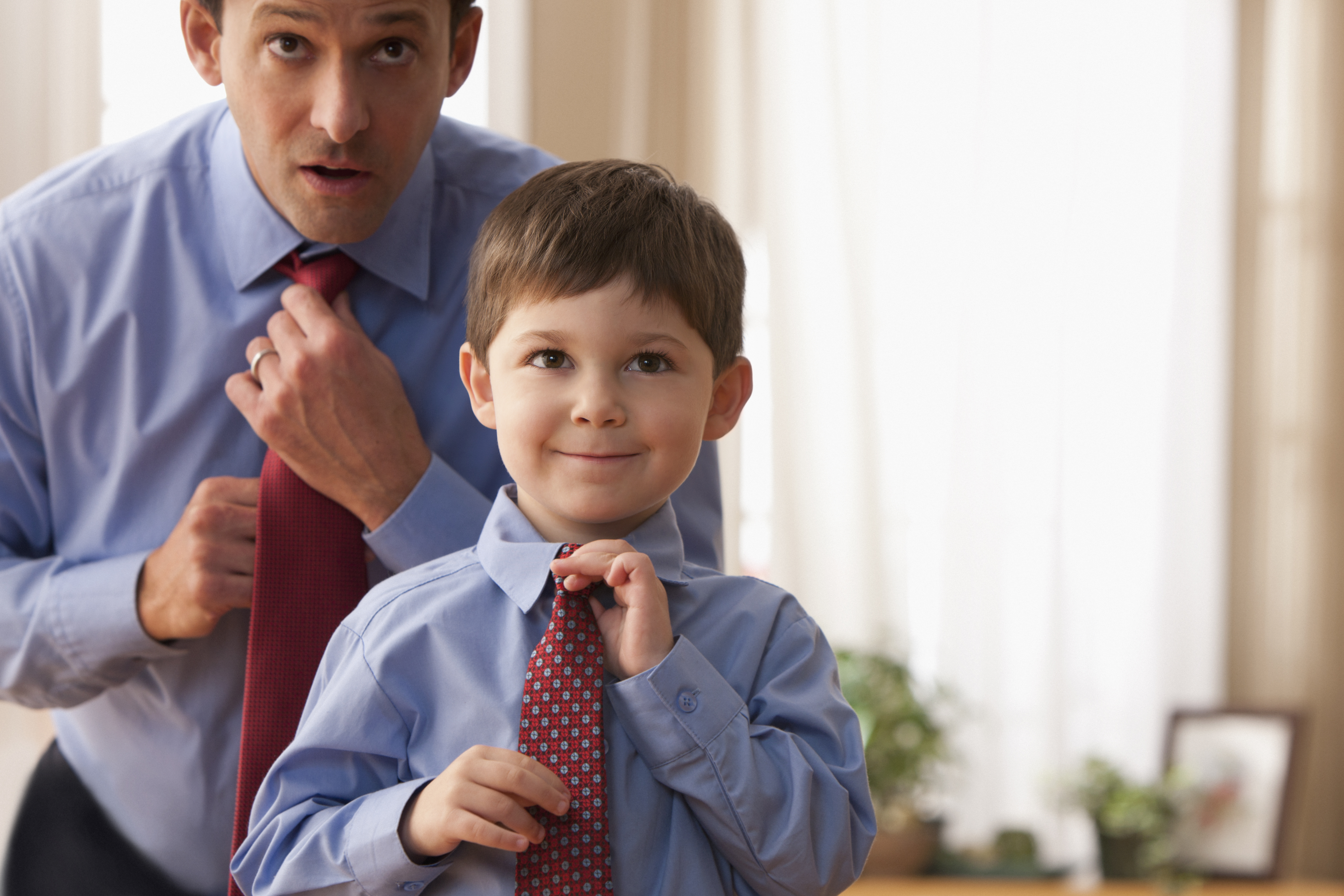 Ребёнок подражает родителям