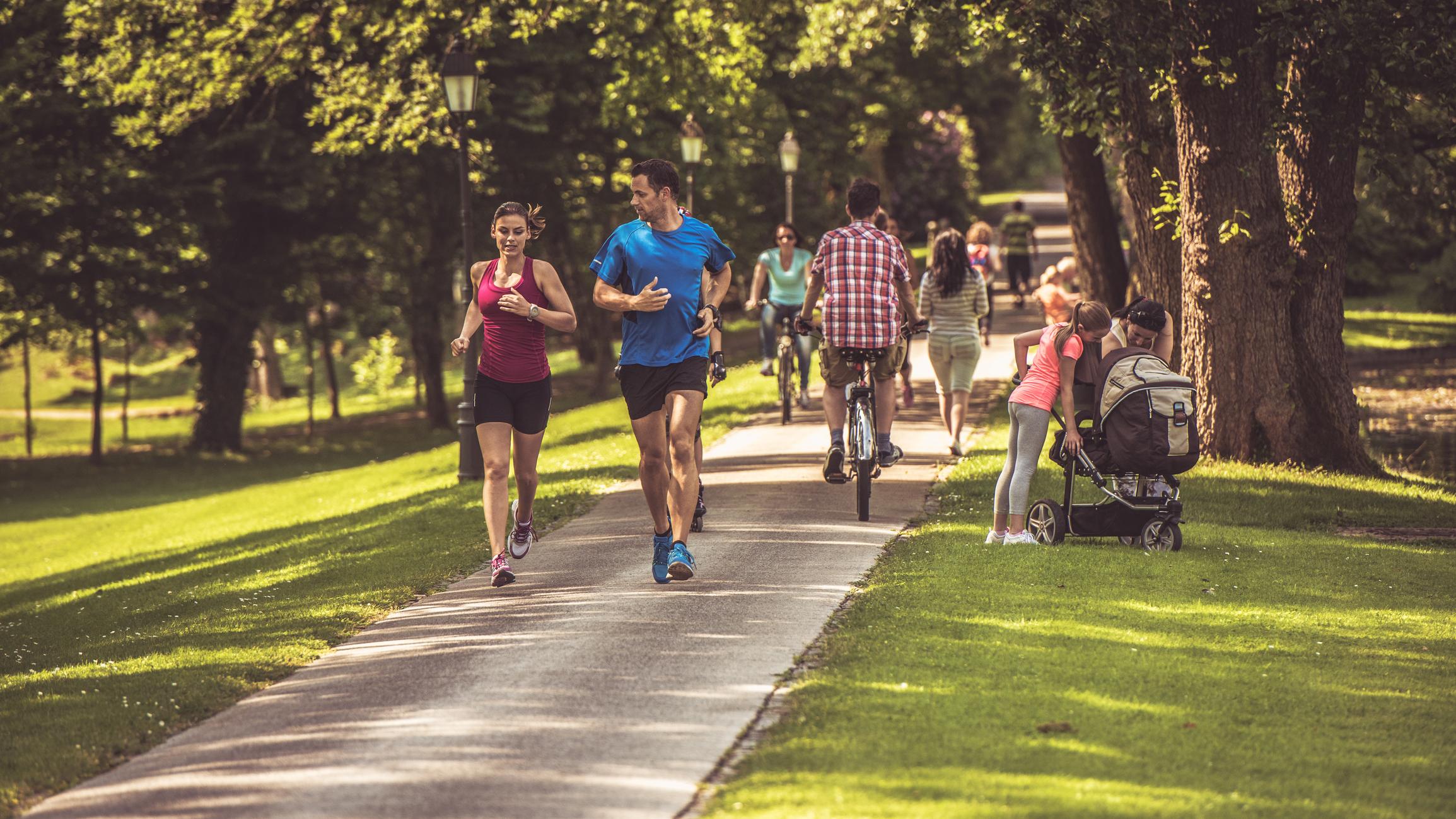 фото людей в парке окончании