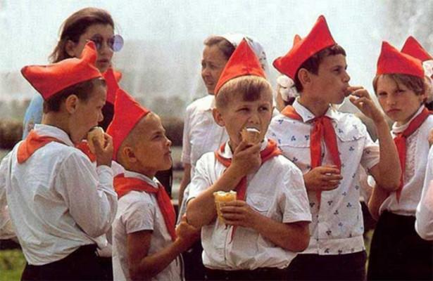 Какая форму носили советские школьники?