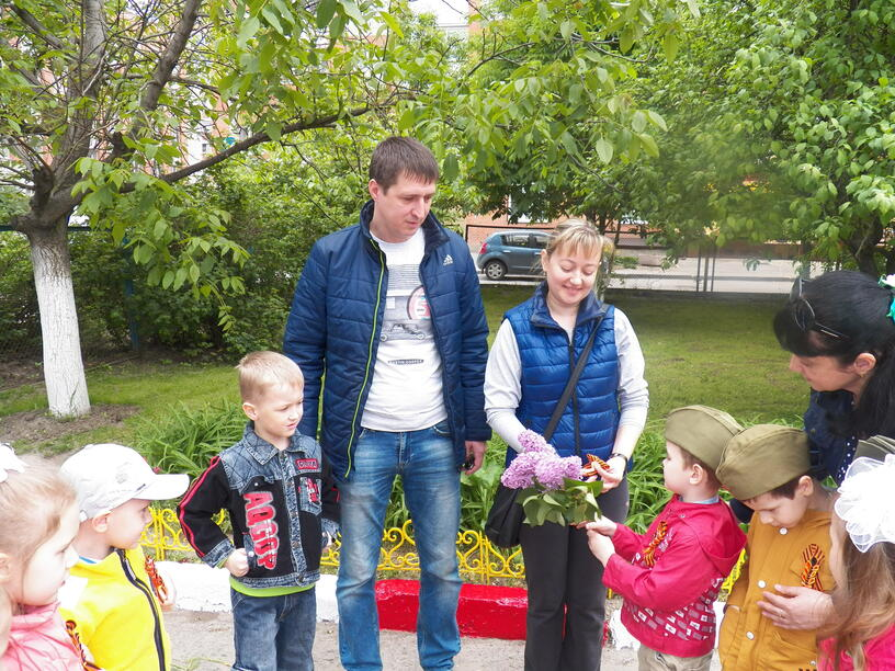 Фотоотчет  праздника  « День Победы» в средней группе  «Самоцветы»