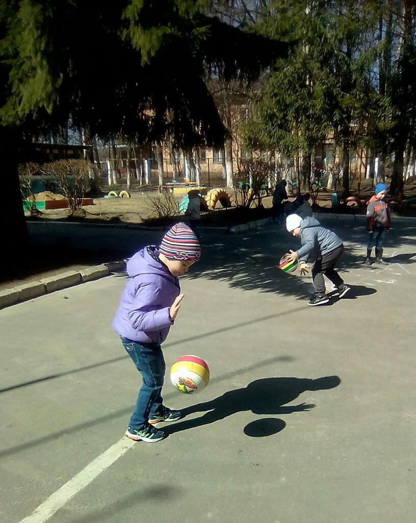 Проект  на тему :«Развитие дворового спорта посредством  игр с мячом»